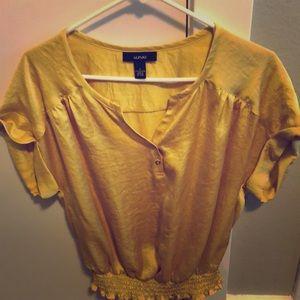 Mustard yellow/gold top